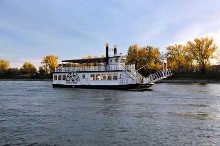 Enjoy afternoon and evening cruises down the Missouri River in the Lewis & Clark Riverboat