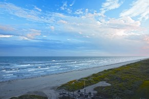 Texas Gulf Coast City With 300k Population/Big City Amenities-Small Town Feel! Image